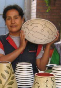 artesana con vasija